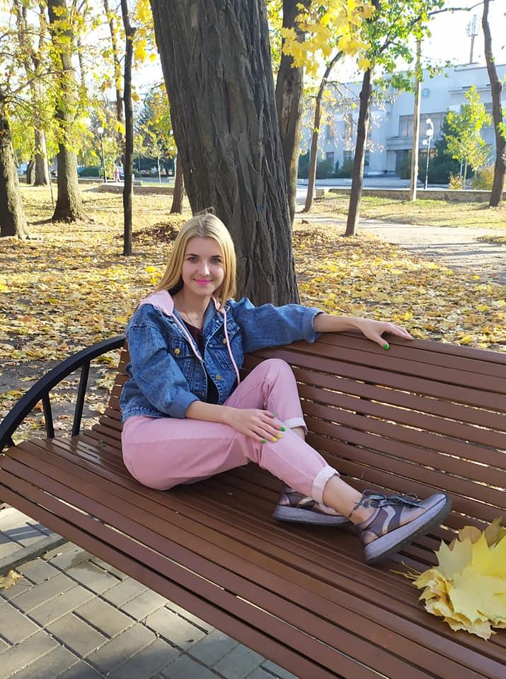 Молода українка вчинила самогубство на очах маленької дочки — фото