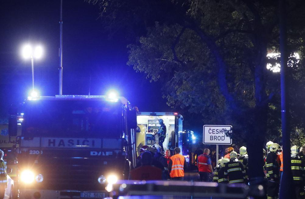 У Чехії пасажирський потяг протаранив вантажівку, є жертви — фото
