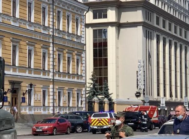 Захоплення заручника в центрі Києва: перші фото і відео з місця НП