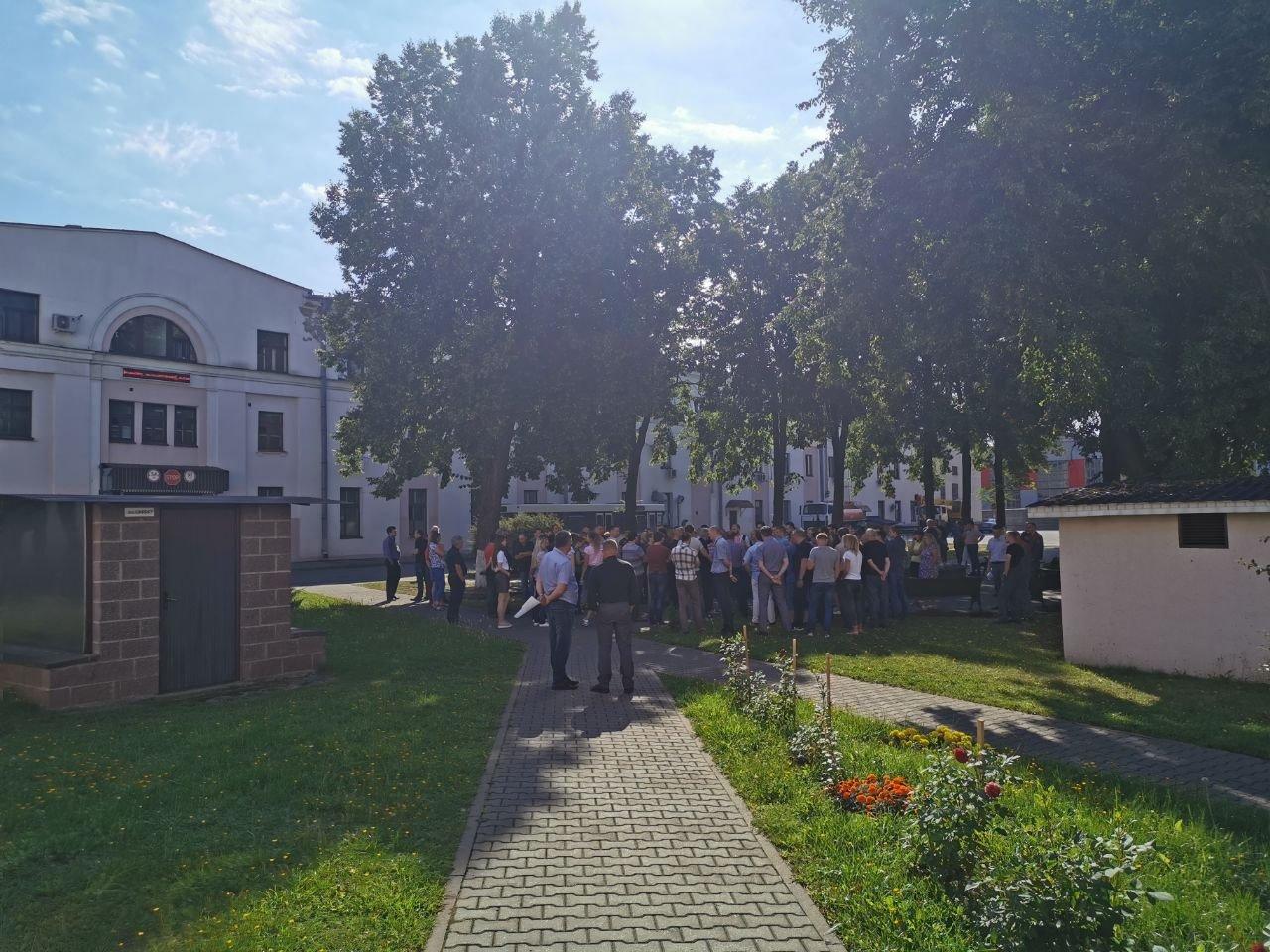 У Мінську великий завод оголосив страйк — фото