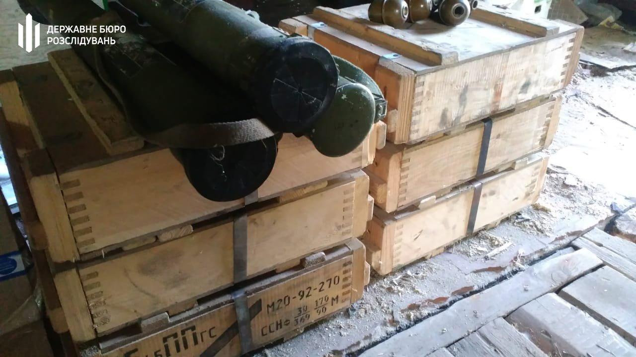 Топ-чиновник розвідки попався на вивезенні зброї з Донбасу – фото