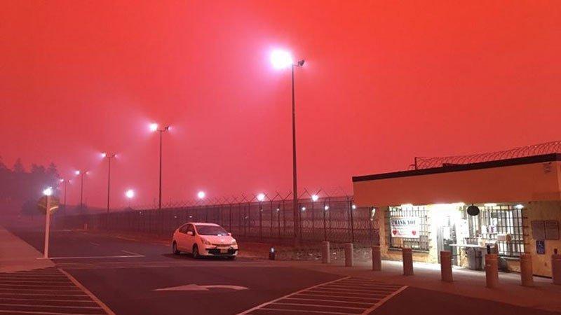 Смертельні пожежі в Каліфорнії: вражаючі фото і відео буйства стихії